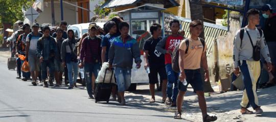 Indonesia: almeno 142 morti per il terremoto a Lombok, 13.000 edifici distrutti