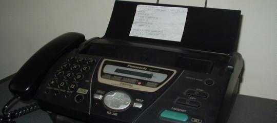 Ma il fax non era morto cinque anni fa? Chi lo usa ancora e dove in Italia