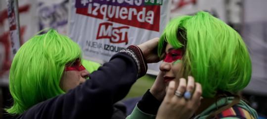 In Argentina il Senato boccia la legalizzazione dell'aborto. Che farà il Brasile?