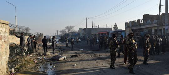 Afghanistan: i talebani attaccano città, scontri e vittime