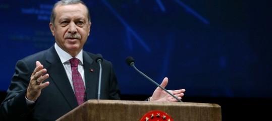 Turchia: Erdogan invita a calma e a vendere valuta straniera