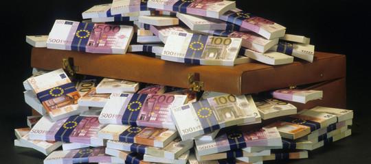 Risparmi famiglie italiane raddoppiati in 20 anni, 23% per assicurazioni e pensioni