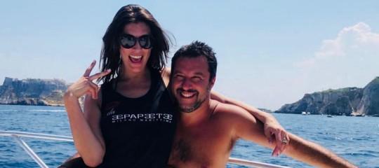 Le tre ragioni dell'auto-gossip estivo di Matteo Salvini