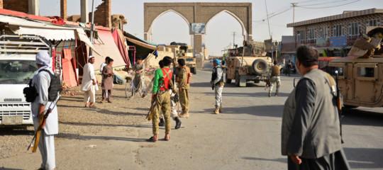Afghanistan: almeno cento militari uccisi in scontri con talebani