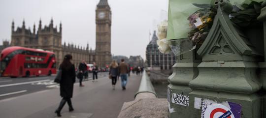Gb: auto contro barriere del Parlamento a Londra, un arresto