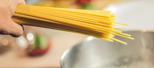 AlMithanno trovato il modo di spezzare uno spaghetto perfettamente in due
