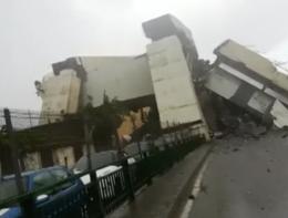 Genova, i piloni di cemento spezzati del Morandi visti dal basso