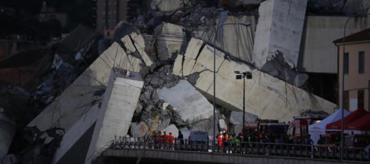 Sale a 26 il numero dei morti per il crollo del Ponte Morandi. A Genova si scaverà tutta la notte