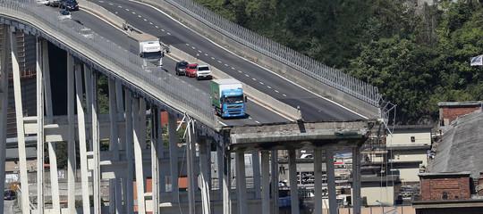Così si corrode il calcestruzzo di migliaia di ponti italiani costruiti come il Morandi
