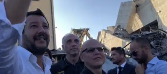 Salvini su Facebook ha mostrato per primo il 'punto zero' del crollo del ponte Morandi