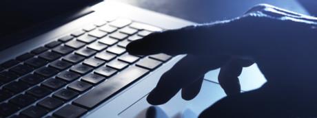 Un hacker sedicenne ha rubato 90 Giga di informazioni a Apple. Ma l'hanno preso
