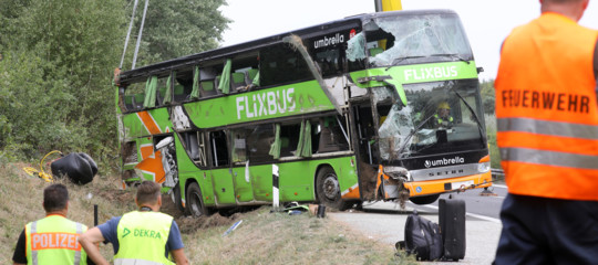 Germania: pullman diretto a Berlino finisce nel fosso, 16 feriti