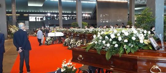 Trovati altri 3 corpi, il bilancio delle vittime sale a 41. A Genova le immagini dei funerali di Stato