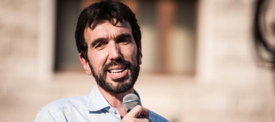 Crollo ponte: Martina, scambiare il governo per un social fa male Paese