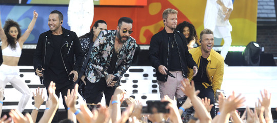 Crolla tensostruttura al concerto dei Backstreet Boys, feriti 14 fan in Oklahoma
