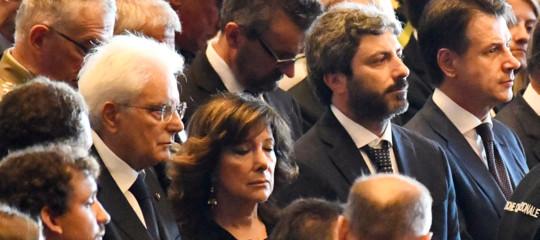 funerali genova applausi governofischi pd