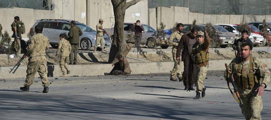 Afghanistan: miliziani lanciano razzi verso il palazzo presidenziale, combattimenti a Kabul