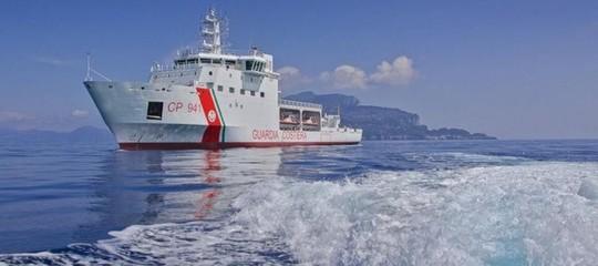 LaDiciottiattracca a Catania. Ma i migranti per ora non sbarcano