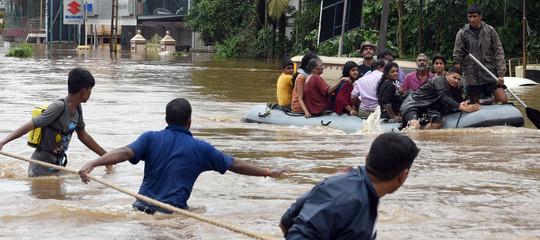 Alluvioni in India: 410 morti e un milione di sfollati