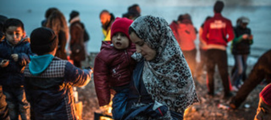 """Migranti: striscione al porto Catania, """"Stop attacco a rifugiati"""""""