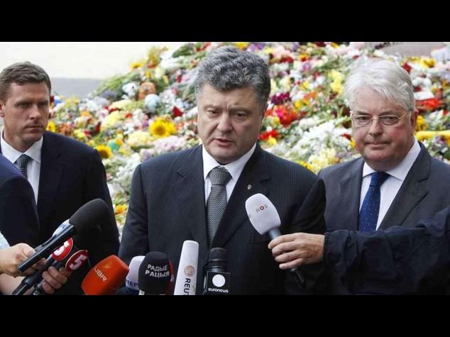 Aereo abbattuto: Poroshenko smentisce Russia, caccia Kiev a terra