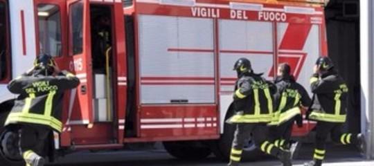 Incendio in abitazione Genova, un morto e 9 intossicati