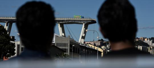 Crollo ponte: scritta contro Benetton in negozio nel centro di Bologna