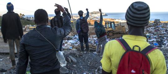 Migranti: ancora disordini a Ceuta, oltre 100 passano confine