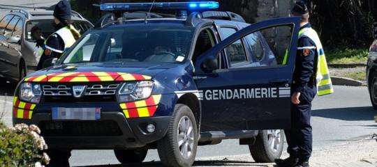 Francia: attacco con coltello vicino Parigi, un morto e 2 feriti