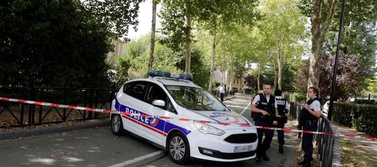 Cosa sappiamo dell'attacco con coltello che ha causato due vittime in Francia