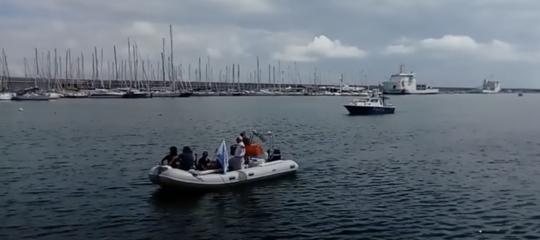 Migranti: gommone rete antirazzista tenta 'abbordaggio' Diciotti