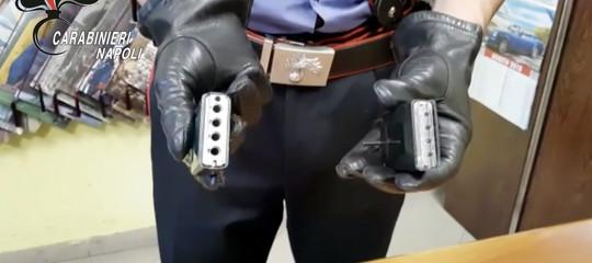 Le immagini della pistola-telefonino sequestrata a Napoli