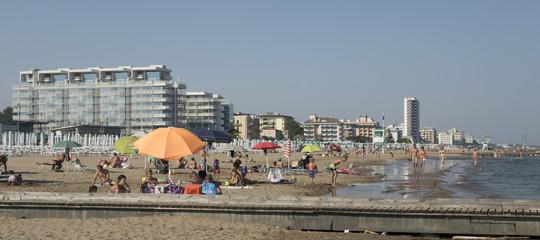 Una quindicenne è stata violentata in spiaggia aJesolo, si cerca uno straniero