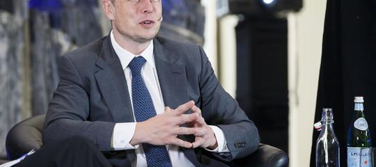 Tesla:Muskcambia idea, rimarremo in Borsa è la strada migliore