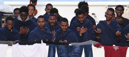 I migranti a bordo della Diciottisbarcano tutti