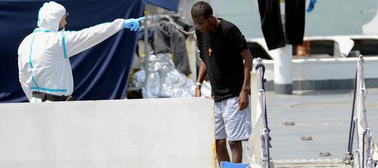 Diciotti: ordine di sbarco dalla nave per 16 migranti