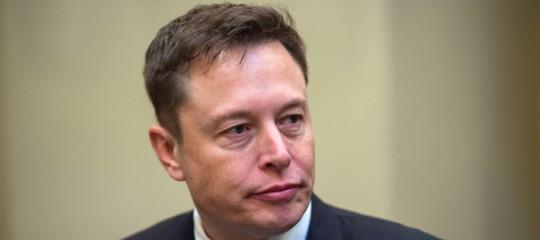 PerchéElonMuskha deciso che Tesla resterà in borsa