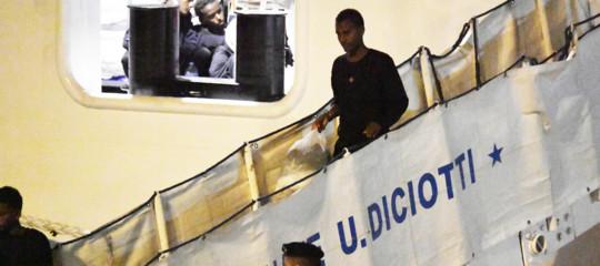 Diciotti: i migranti a bordo sbarcheranno tutti