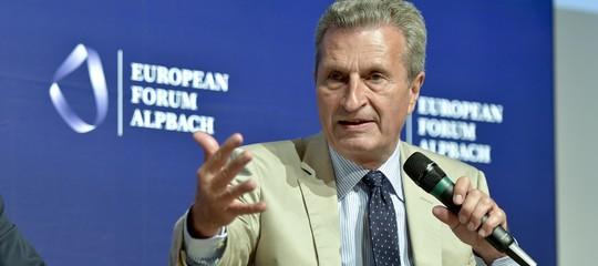 """Oettinger: non è vero che l'Italia dà 20 miliardi all'Ue. """"È una farsa"""""""