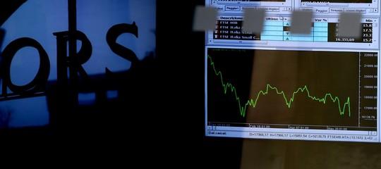 Borsa: avvio cauto per Milano, sotto pressione banche e Atlantia