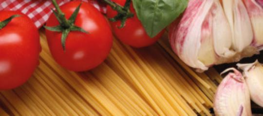 Prevenire e affrontare il tumore a tavola con la dieta mediterranea. Un protocollo