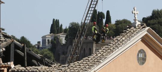 Crollo in chiesa: indagine per disastro colposo, area sequestrata