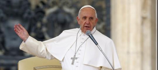 Papa: l'accesso all'acqua potabile è un diritto umano essenziale