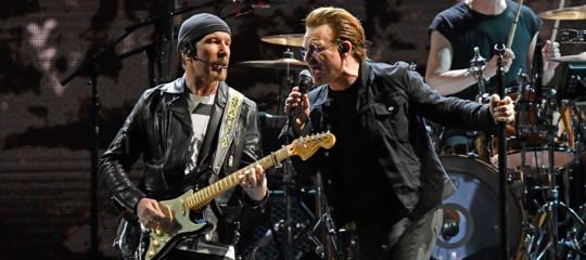 Germania: Bono resta senza voce, gli U2 interrompono un concerto a Berlino