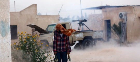 Libia: colpi di mortaio a 6 km dal centro di Tripoli