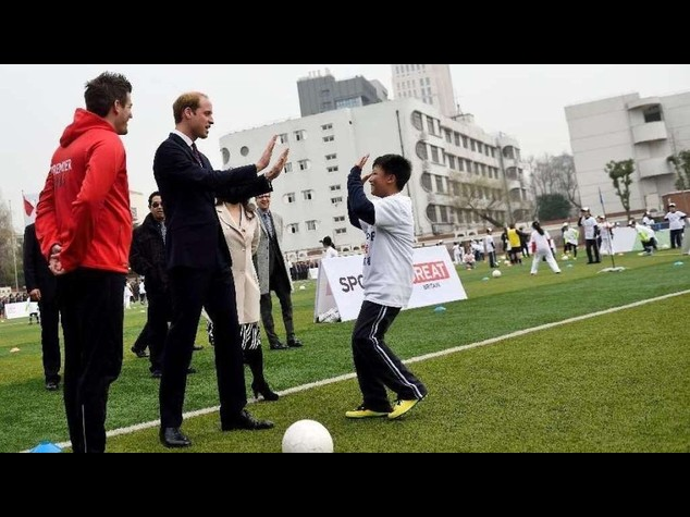 "Il principe William a Shanghai si dimostra ""re del palleggio"" - Video"