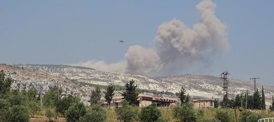 Siria: white helmets, cinque bambini e tre donne uccisi dai bombardamenti russi a Idlib