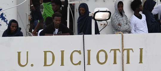 I migranti dellaDiciotti, il Papa e la strategia del gelato