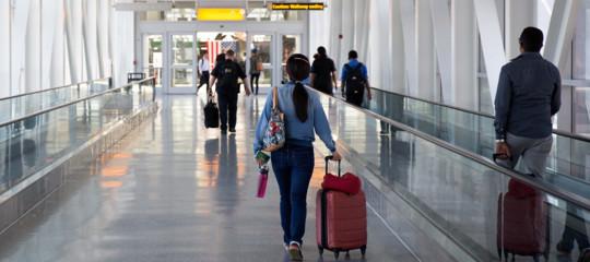 Usa: passeggeri si sentono male su volo da Dubaia New York, in quarantena a Jfk