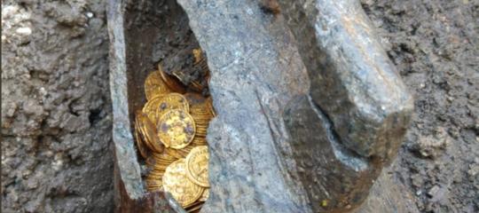 Il ritrovamento delle 300 monete d'oro a Como per il ministero è un evento epocale